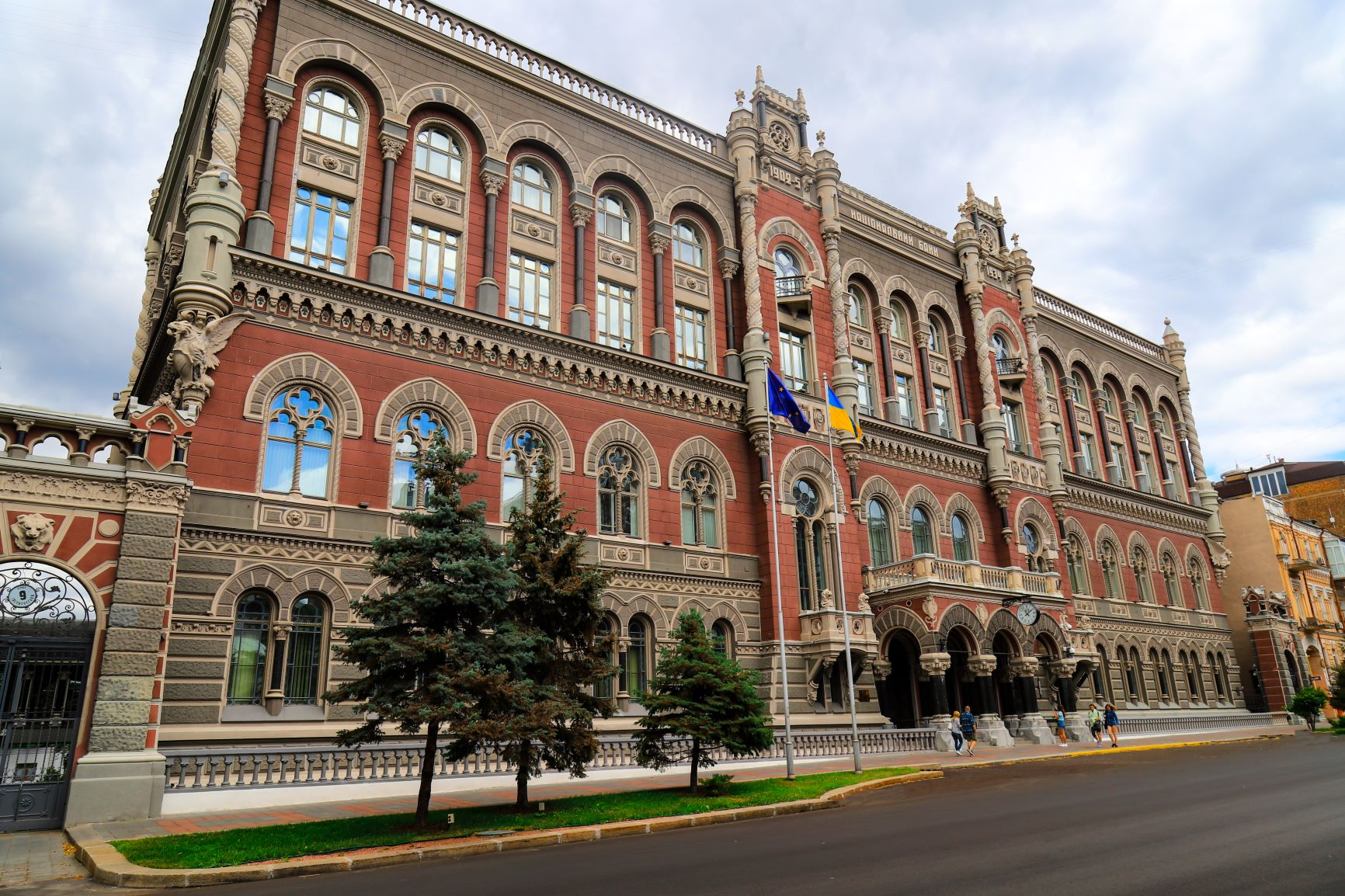 Ukraine's central bank surprises by leaving rates unchanged – instant reaction