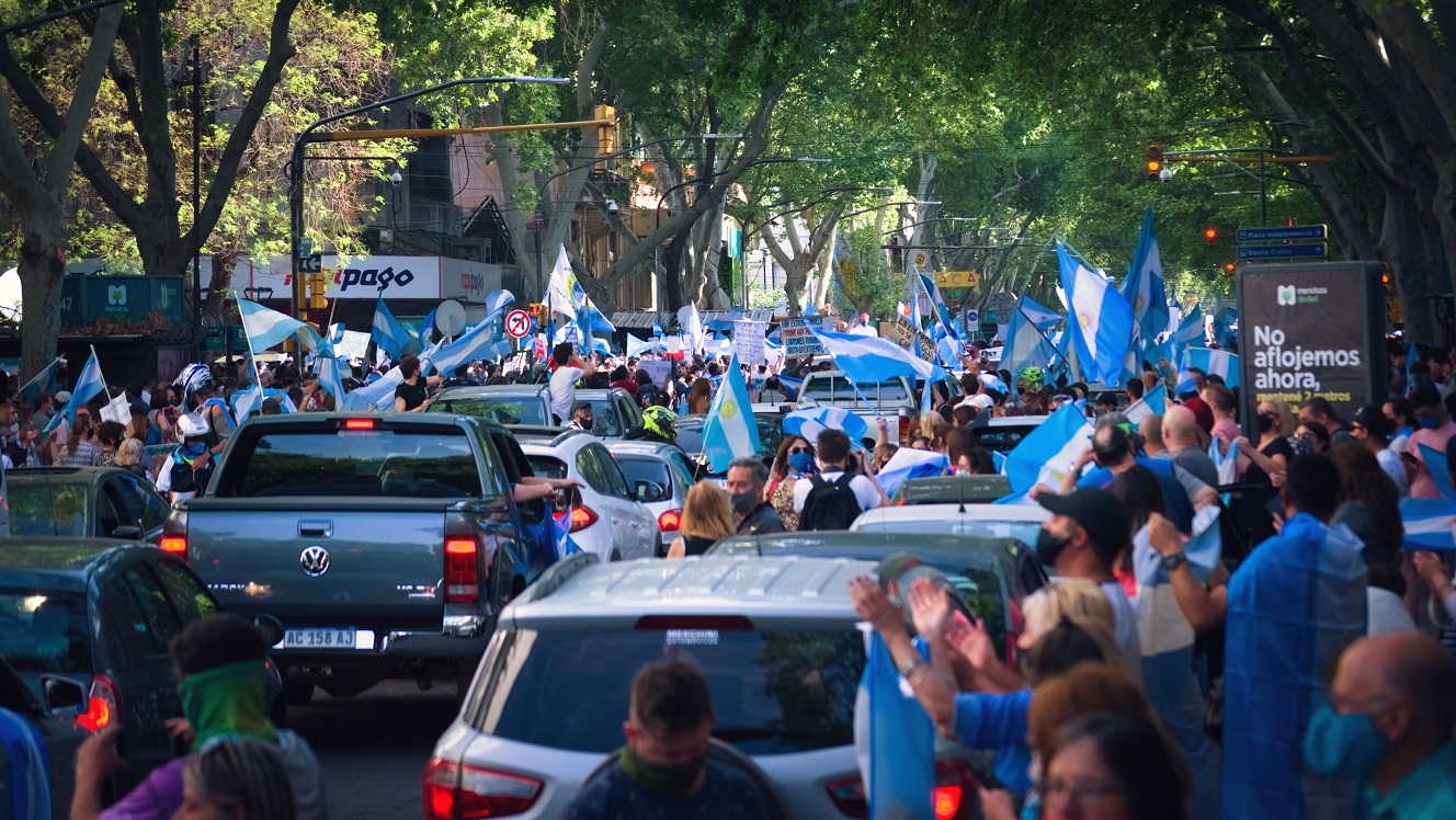 Argentina: Primary elections deliver blow to President Fernandez