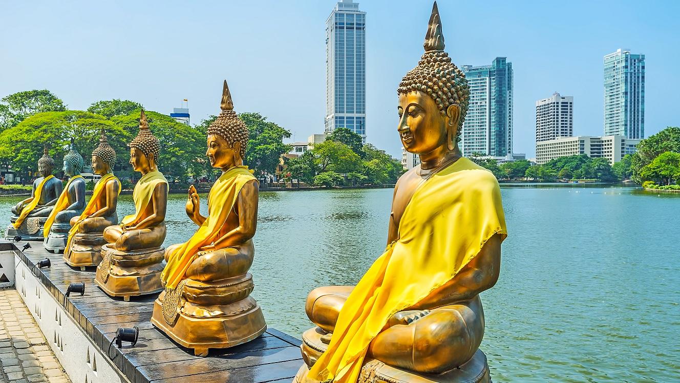 Plummeting reserves push Sri Lanka closer to default